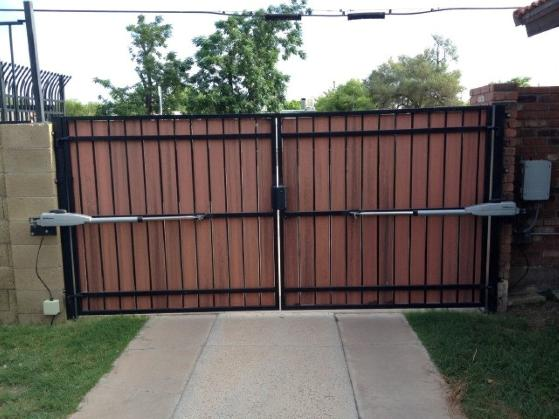 Double steel gate with Mighty Mule openers